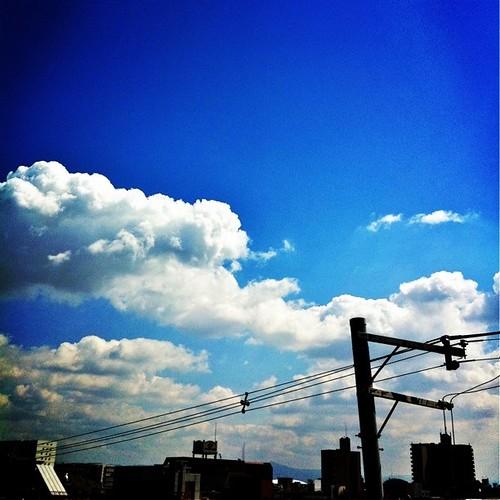 お昼~! 今日はいい天気だね! あと半日、がんばろ~! #prayforjapan #sky