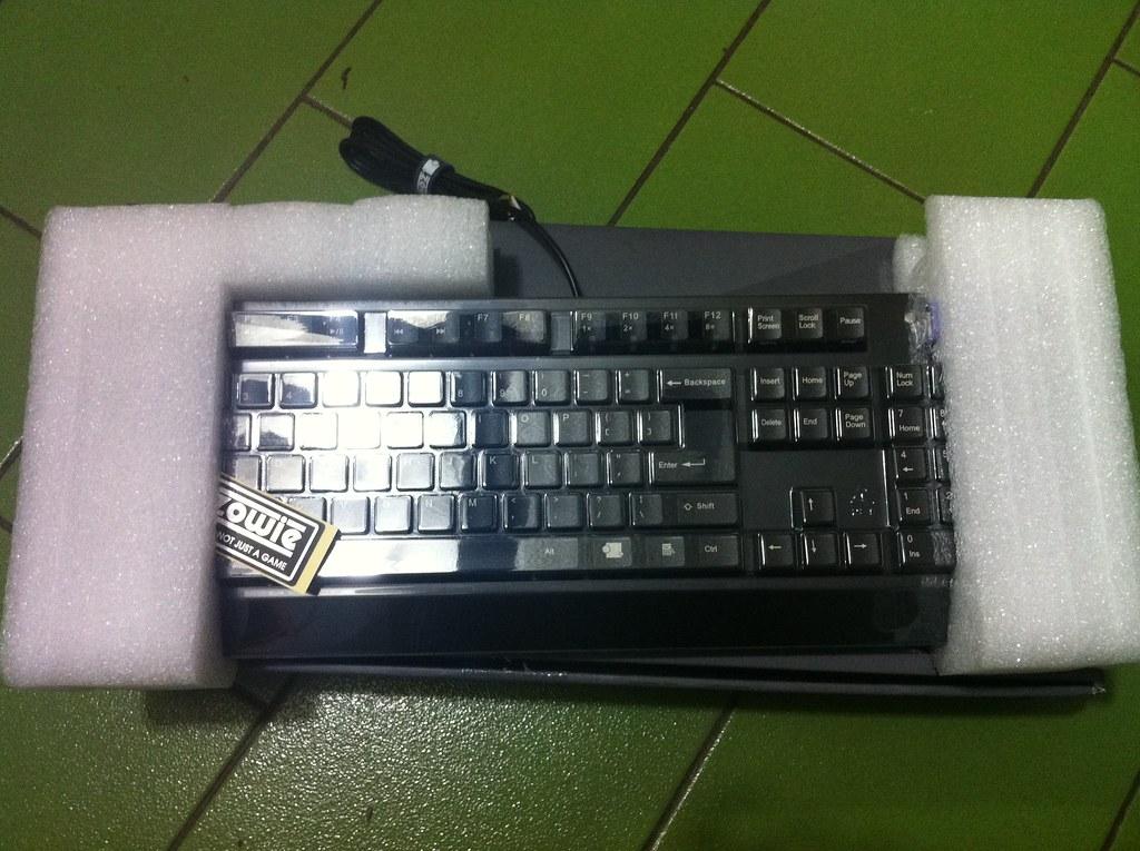[開箱] ZOWIE CELERITAS機械式鍵盤 - Mobile01