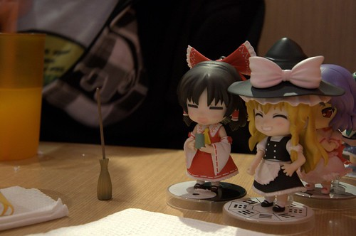 Marisa helped Reimu to clean the table ^^