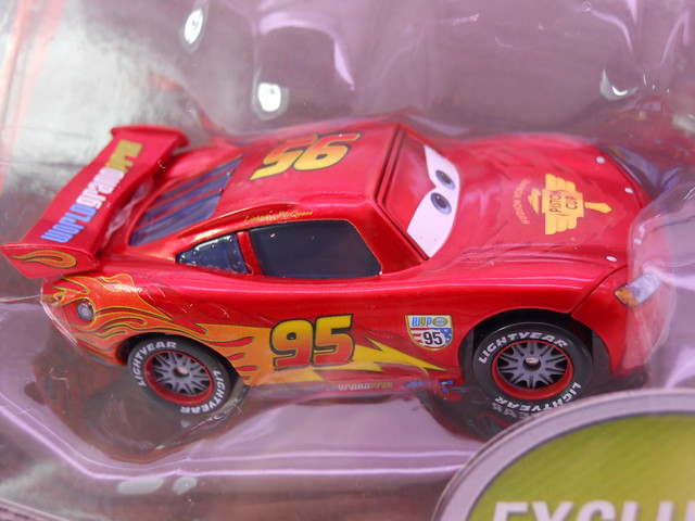 disney cars 2 toys r us exclusive lightning mcqueen with metallic finish (2)