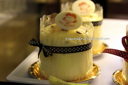 Charlie Brown Cafe cakes 02