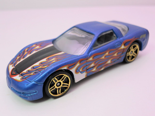 hot wheels '97 corvette blue (3)