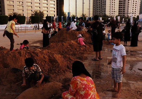 kids doing sand sculptures