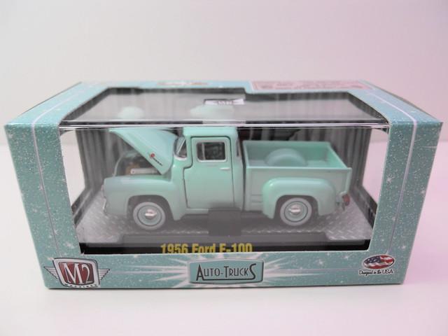 m2 auto trucks 1956 ford f-100 torquise (1)