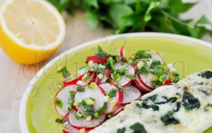 omleta de albus de ou, cu spanac si salata de ridichi (1 of 1)