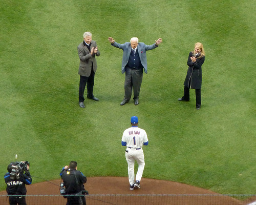 Ralph Kiner acknowledges the crowd