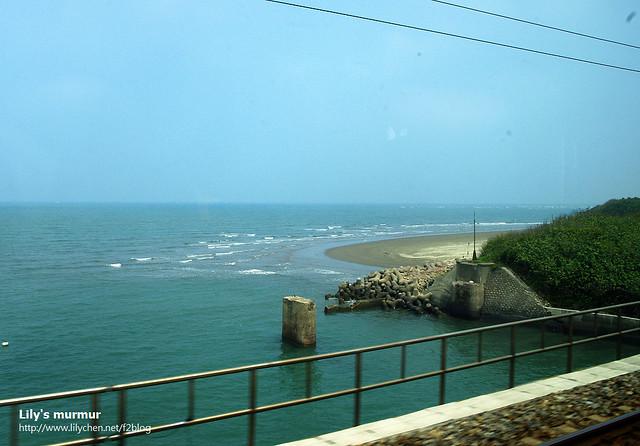 在列車上拍的海線鐵路風光。