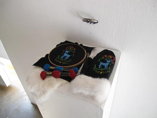 bara baras - exhibition gloves