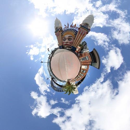 Luna Park II - Little planet