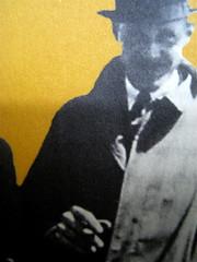 """Alan Bennet, Una vita come le altre, Adelphi, 2010, [responsabilità grafica non indicata]; """"In copertina: La famiglia Bennet al mare (1938)"""", cop. (part.), 4"""