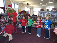 ThursdaySantaStorytime12-10 008