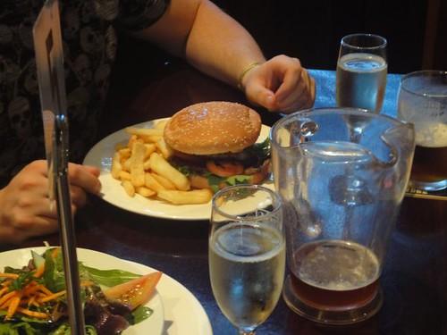 Erskineville Hotel: Beef burger & chips