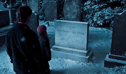 Daniel Radcliffe and Emma Watson, Harry Potter and the Deathly Hallows, part 1 - © Warner Brothers Entertainment Inc.