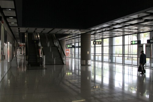 Concourse level at Kam Sheung Road Station: not many passengers around...