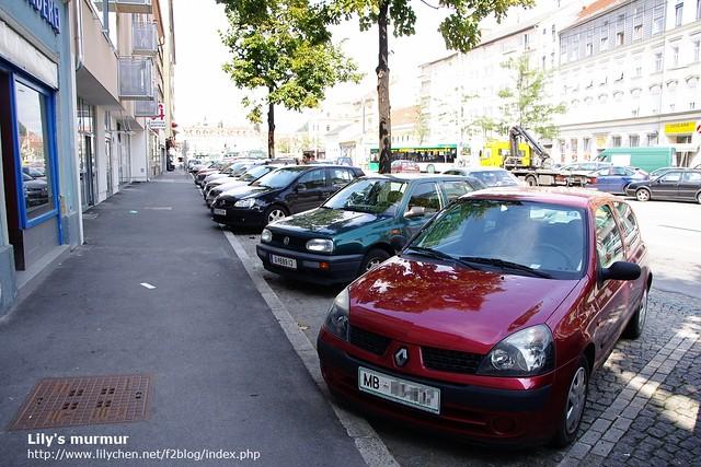我們就停在這裡,幸運的是這個停車位免錢。所以我們可以在Graz逛久一點!