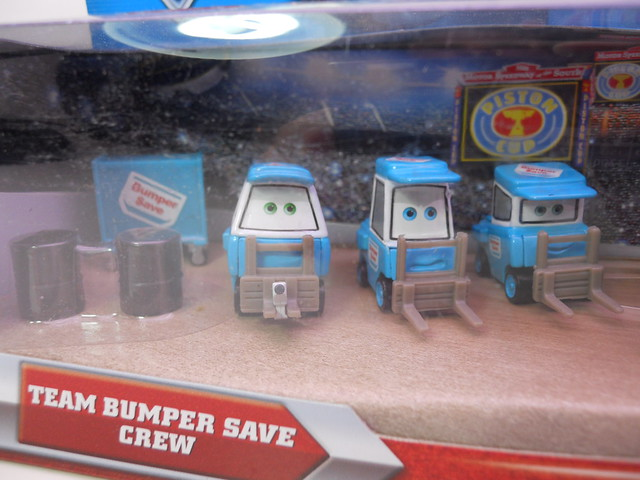 disney cars bumper save pit crew set (2)