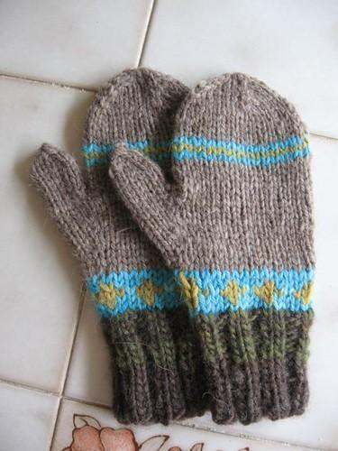 a4a stripey mittensb.JPG