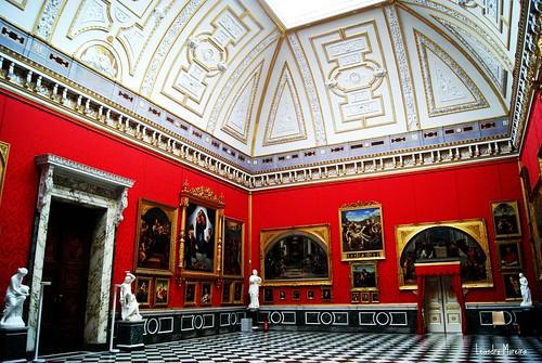 O mais belo salão interno do palácio: o Salão de Rafael