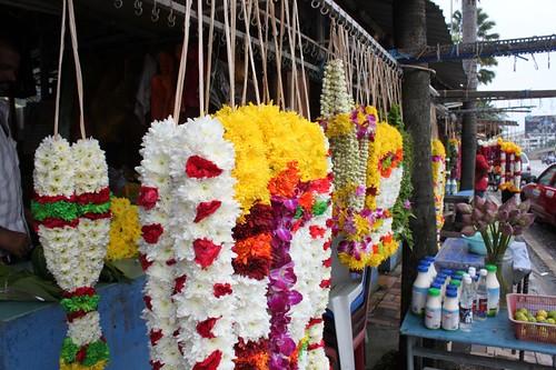 201102180802_Batu-flowersellers