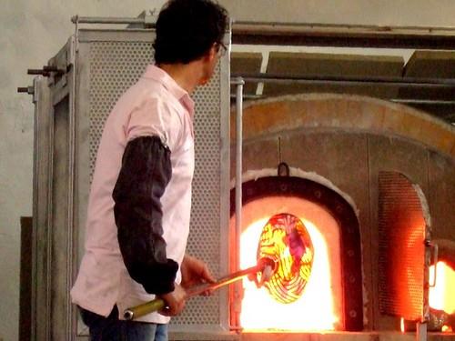 Master glassmaker at work