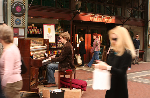 piano player at Bewley's cafe