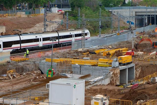 Triangle ferroviari - Norte - Acabando la construcción del cajón de hinca - 29-04-11
