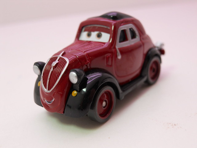 disney cars 2 movie doubles race team luigi and guido and uncle topolino (4)