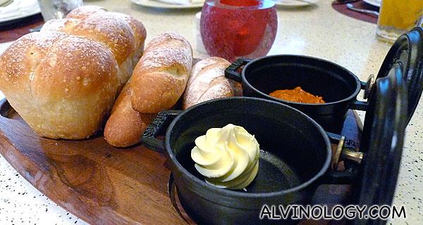 热炉烤面包 配搭牛油+摩洛哥酱