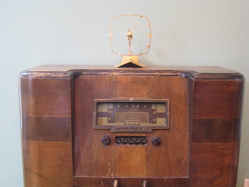 Nonfunctioning vintage electronics