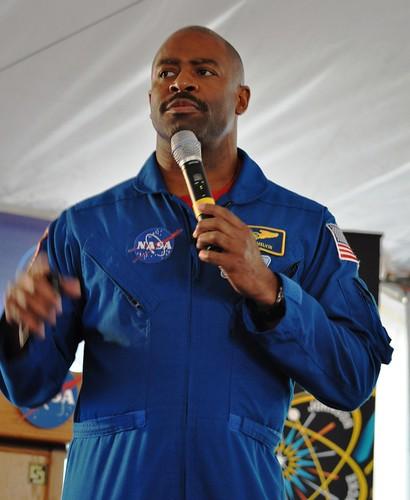 Astronaut Leland Melvin, NASA Tweetup, Kennedy Space Center, April 29, 2011
