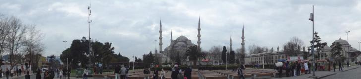 Fotografia panorâmica da Mesquita Azul em Istambul.