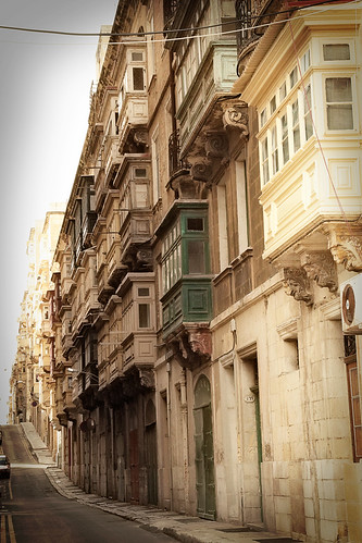 Valletta-street-fading-into-the-distance