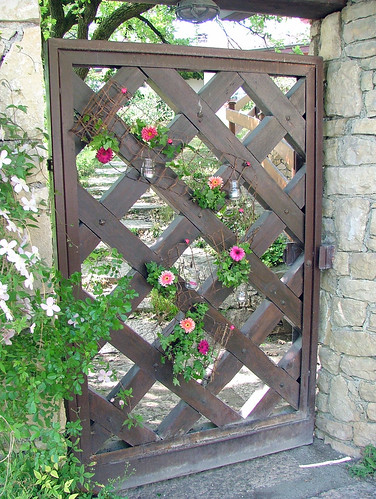 Front gate Spring decoration