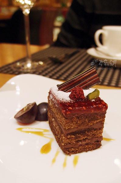 巧克力蛋糕佐覆盆子醬