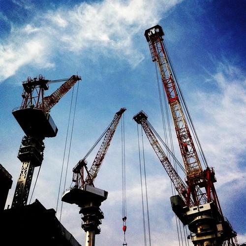 (^o^)ノ < おはよー! 今朝の大阪、快晴です。 久々のクレーンだよ! #Osaka #Abeno #morning #crane