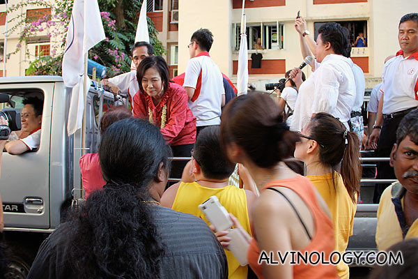 Supporters and well-wishers flocking to shake Lina's hands