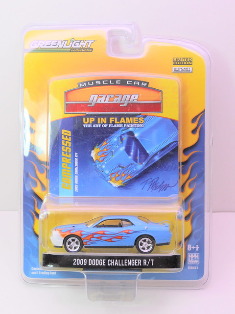 greenlight muscle car garage up in flames 2009 dodge challenger rt (1)
