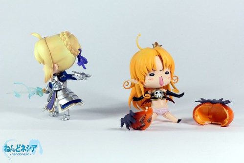 Melissa-chan's pumpkin is sliced through by Saber-chan