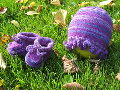 HatAndBooties_2010_10_16_Fabel330_purples