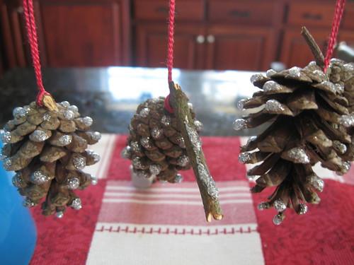 glittery pinecones - silver