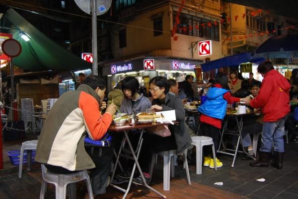 Restaurante callejero de la calle Temple en Hong Kong