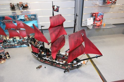 LEGO Toy Fair 2011 - Pirates of the Caribbean - 4195 Queen Anne's Revenge - 02