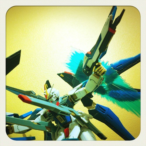 Gundam and Other Toys on LOMO (4)