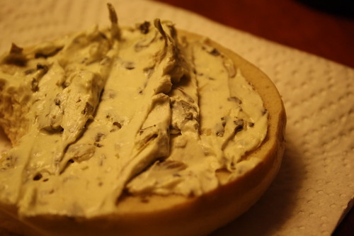 bagel with spinach artichoke cream cheese