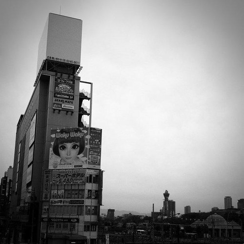 (^o^)ノ < おはよー! 今朝の大阪、曇り空です。でも、今日も笑顔で、がんばろ~! #Osaka #Abeno #morning
