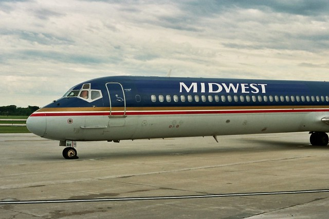 Midwest MD-80, reflective cheatline white...
