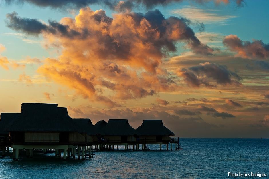 Atardece en la laguna de Bora Bora  Profundidad de Campo