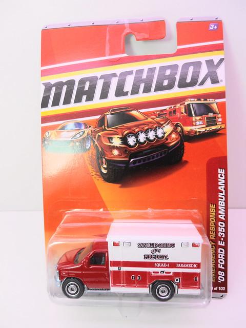 matchbox '08 ford e-350 ambulance (1)
