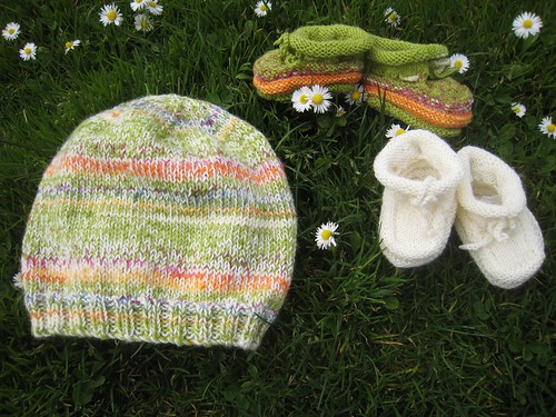 2011_03_15_Hat_and_Booties_lime_and_white