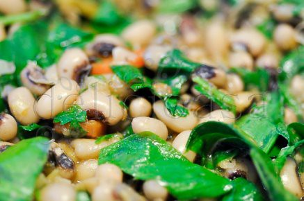 Black eyed beans with wild garlic